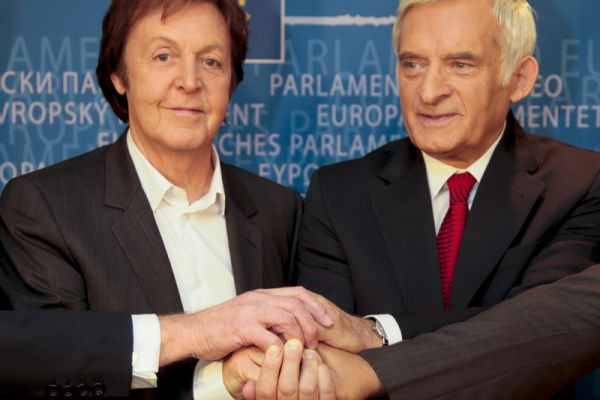 z-yciorys-jerzy-buzek-i-paul-mccartney41A4533F-4889-1BE6-B775-34C15B00AD88.jpg